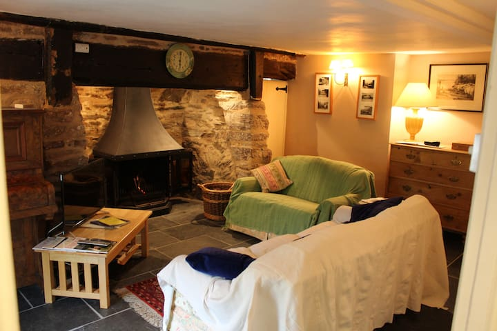 Cosy, Pretty, Private Cottage, Dulverton, Exmoor
