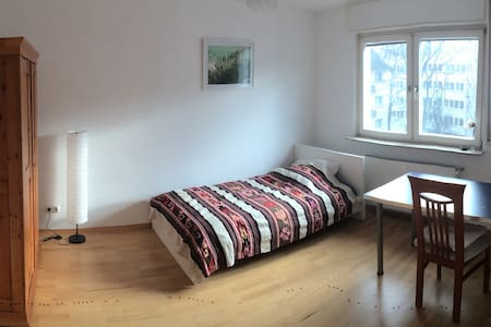 lovely room in the heart of Frankfurt - Frankfurt