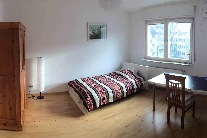 Zimmer für 1 Person; Zusätzliche Matratze möglich