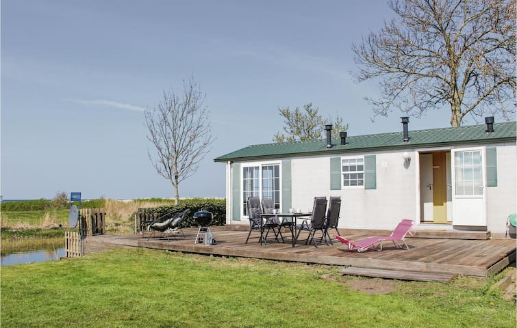 Holiday cottage with 2 bedrooms on 40m² in Workum