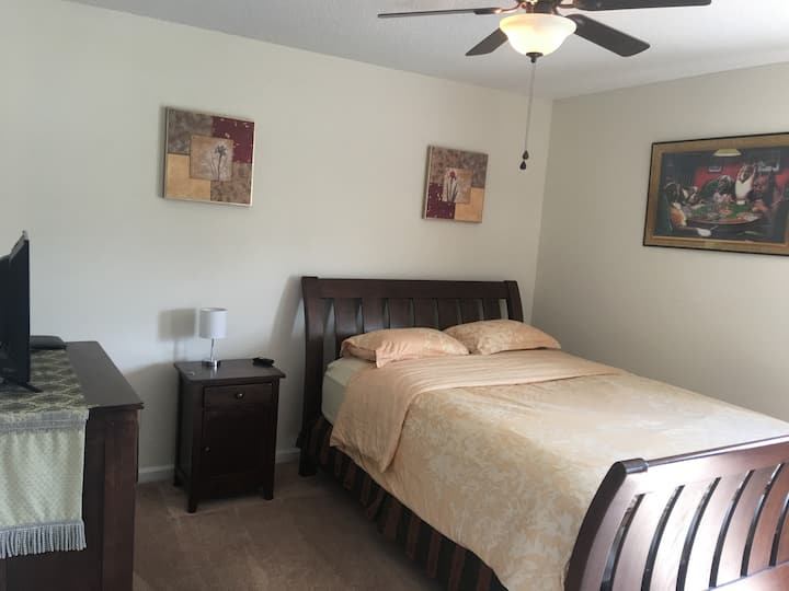 Private Cozy North Raleigh Room