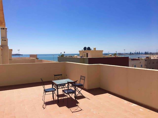 Appartement à deux pas plage avec terrasse vue mer