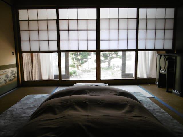 伝統的な日本式の家