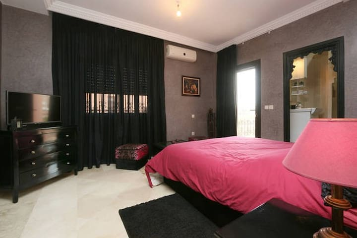 CHARMING ROOM IN EXCEPTIONAL HOUSE - Marrakech - House