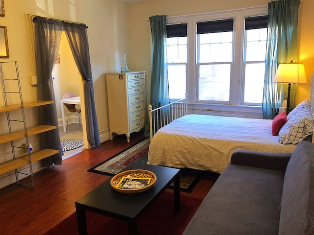 Small Private Studio in Center of DC Dupont Circle
