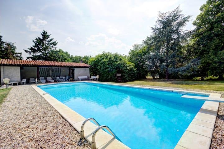 Gîte des Rôties 300 m2 -Parc 7ha + Piscine (Loire)