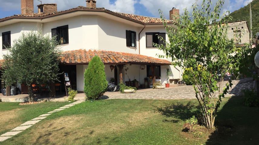 Magnifica villa 40 min centro Roma - Collorso - วิลล่า