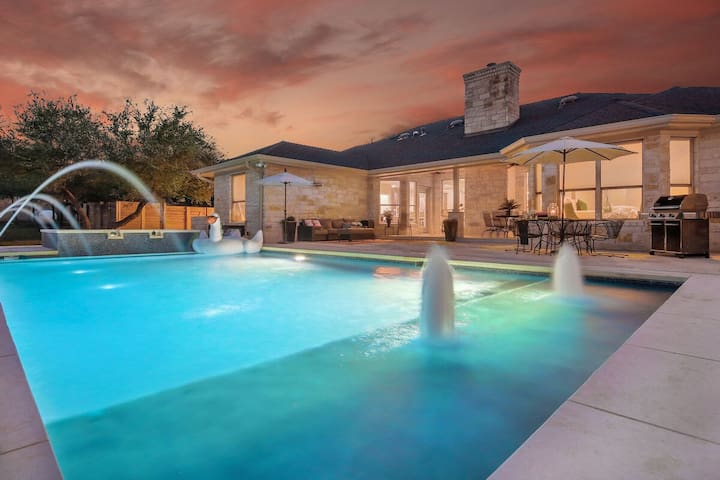 PRIVATE | Pool | Hot Tub |Bsktball | Pool Table |15 Beds |Close Downtown