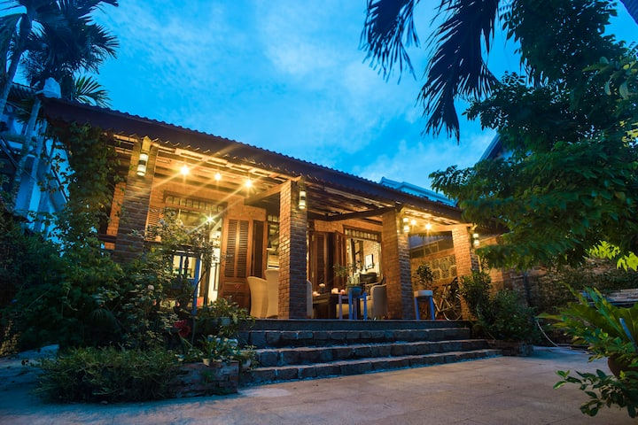 Private Riverside Eco-House (whole house) Casa Rio