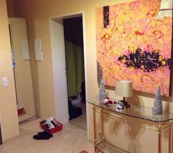 Zentrales Zimmer in Erding - Erding - Apartament
