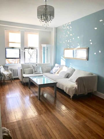 Private room by the beach, Manhattan within reach