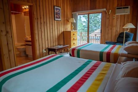 Yellowbird Lodge - Chalet #102