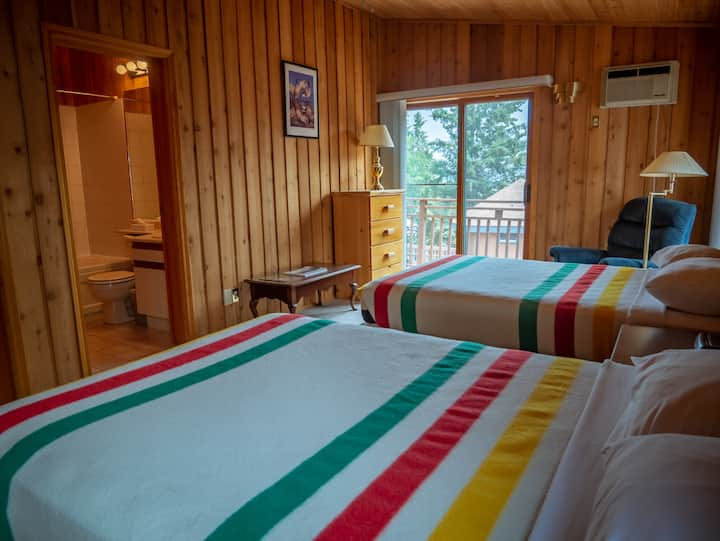 Yellowbird Lodge - Chalet #102
