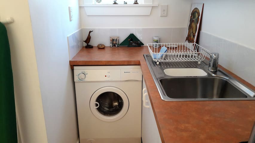 Fully fitted studio unit in beautiful setting. - Geraldine - Appartement