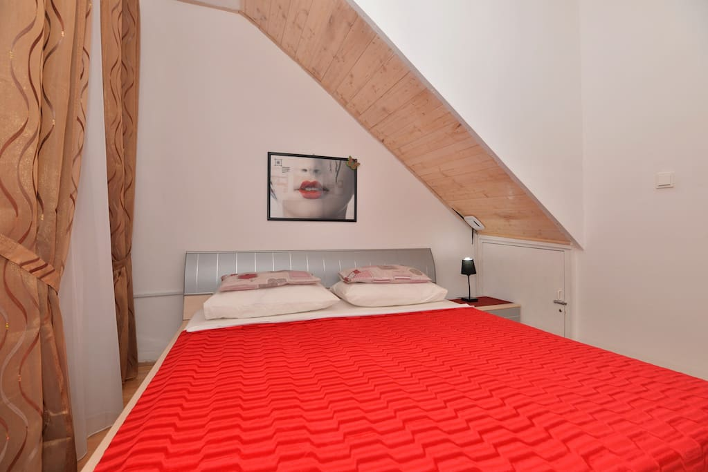 Big double bed dimension 180x200