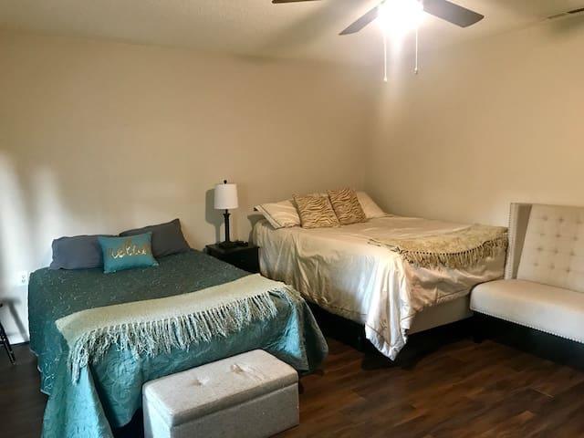 South Asheville Quiet Cozy Suite w/MemoryFoam Beds
