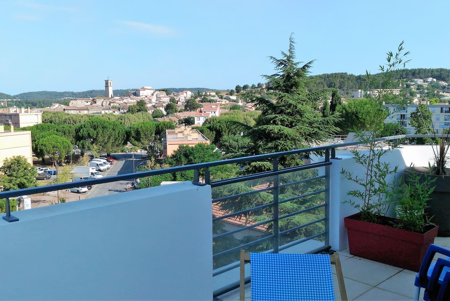 Gardanne est localisé entre Aix-en Provence et Marseille,