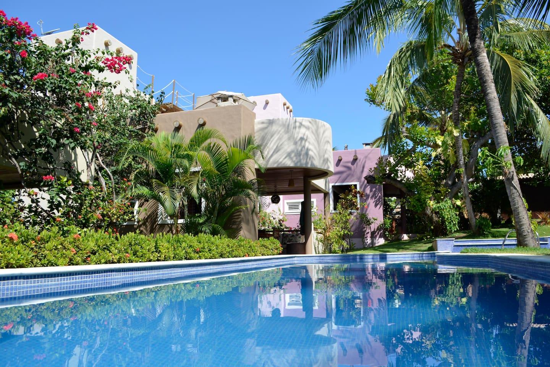 Die Casa Caju***** mit Pool im Vordergrund