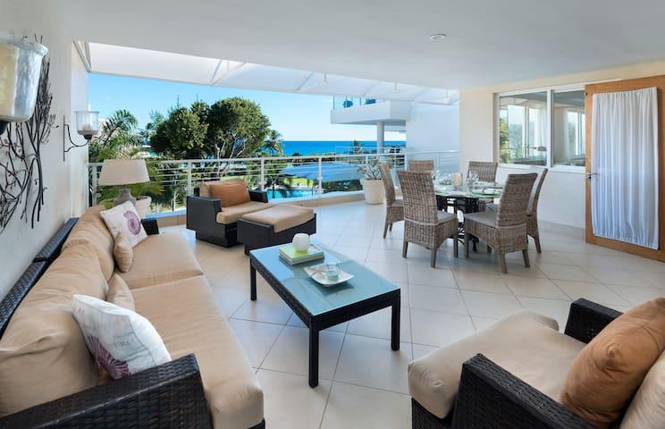 Palm Beach 408, Beachfront Two Bedroom Condo