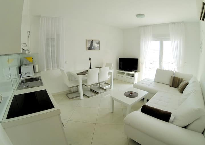 Lovely apartment by the beach -5