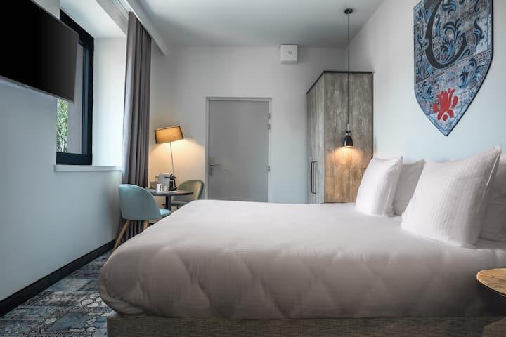 Chambre grand lit dans un hôtel 4 étoiles