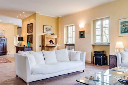 Villa ex monastero del 600 con parco vicino Torino - Montaldo Torinese - 別荘
