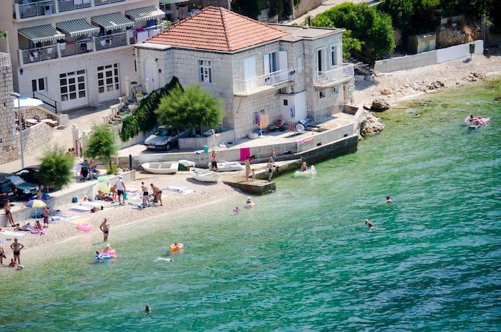 Guesthouse at the seaside - Villa Zvonko