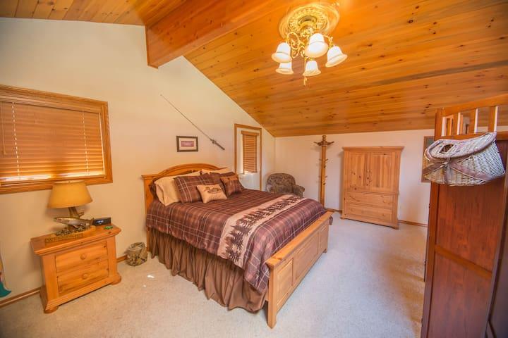 Pine Mountain Lodge Loft - Kalispell - Casa
