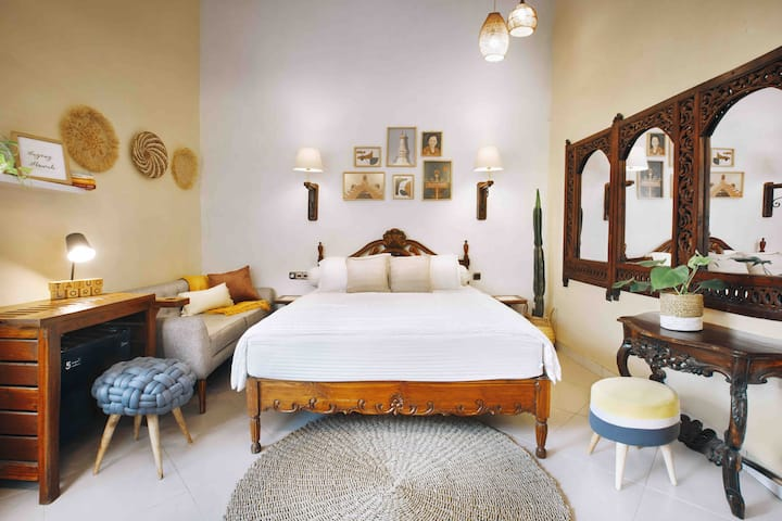 TAJUG LORO #2- Stylish+comfy room 2mn from Monjali