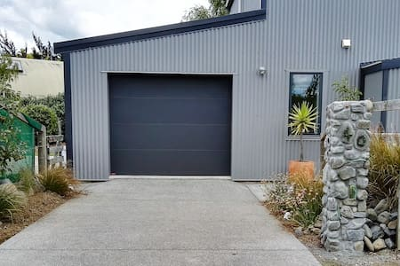 Studio 57 Glassart & Gallery, Food, Art, Wine! - Martinborough - Rumah
