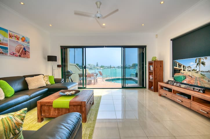 Riverfront Villa Surfers Paradise -Superb Location - Surfers Paradise - Huis