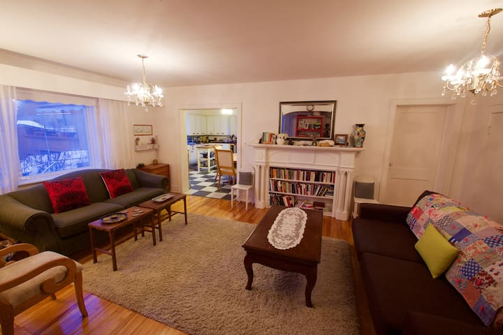 Boho Artist Private Apt. in Charming West End - Sudbury - Apartamento