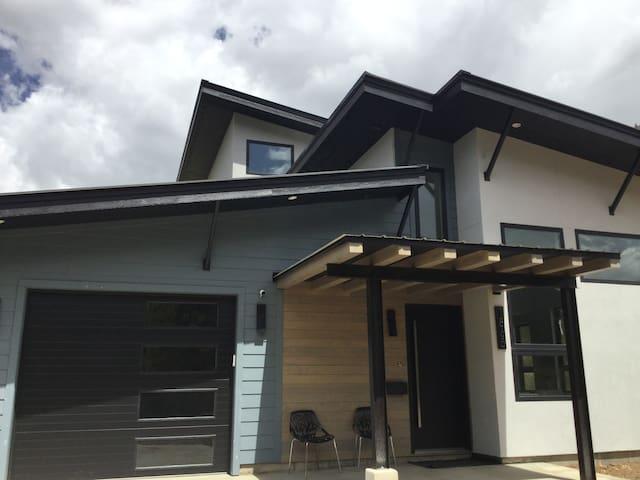 Silver Fox Mountain modern new build luxury home