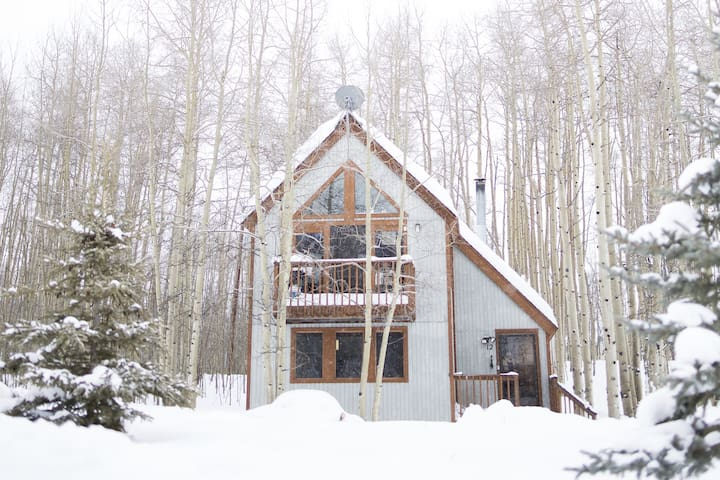 Bright & cozy Leadville cabin: 2 bed/bath + loft - Leadville - Houten huisje