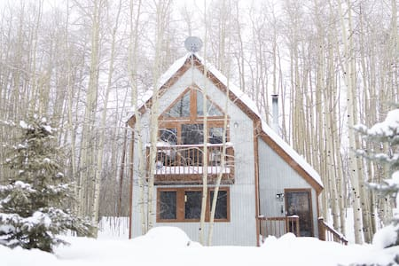 Bright & cozy Leadville cabin: 2 bed/bath + loft - Leadville
