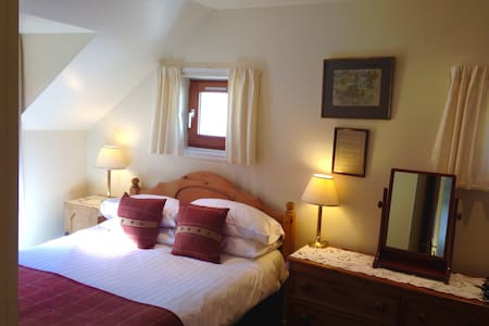 Comfortable, cosy & well situated. - Plockton