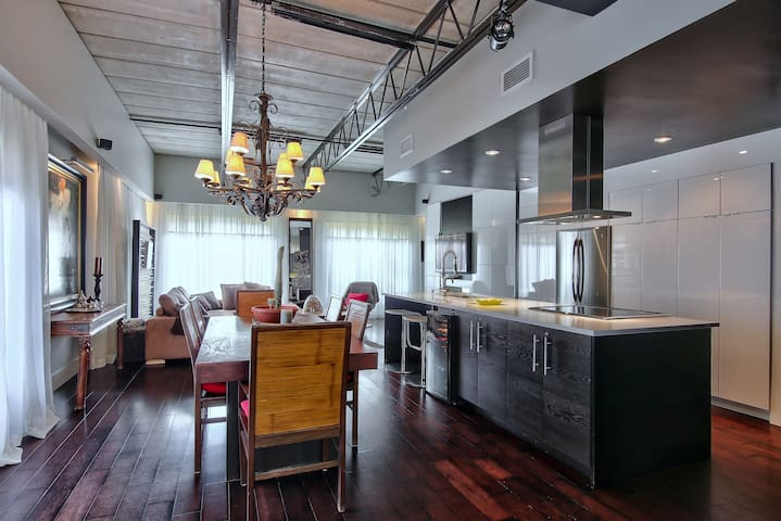 Contemporary & Luxurious Loft with parking
