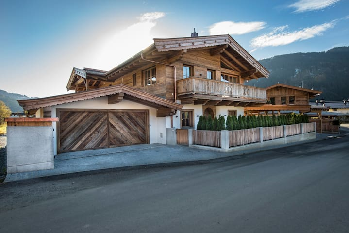 Luxus-Chalet am Seebach in Reith bei Kitzbühel - Reith bei Kitzbühel - วิลล่า