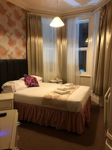 Double room with private bathroom LONG STAY
