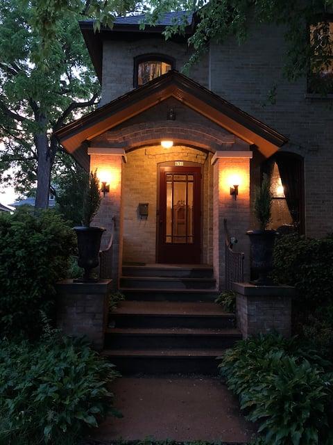 Amander-Hale Home (Full size bed)