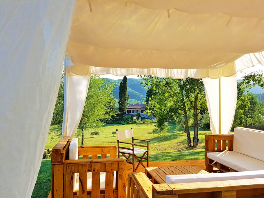 The VILLA and the 2 elegant gazebos, where you can CHILLAX