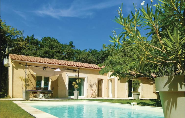 Holiday cottage with 5 bedrooms on 210 m² in Grignan