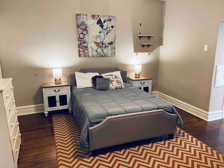 Private STL Apartment - Green Unit