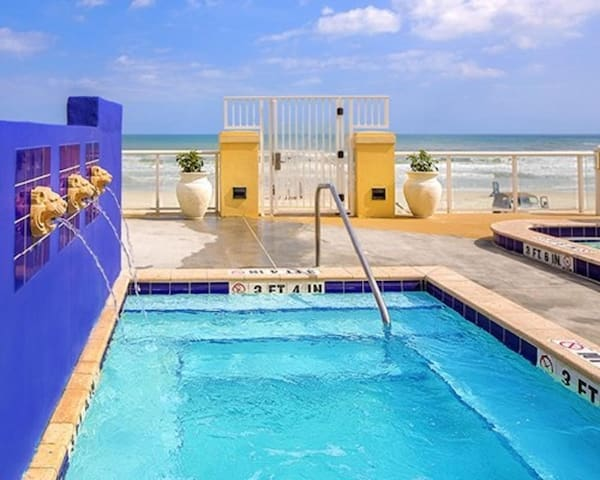 One Bedroom Ocean Front Luxury Condo (A522)