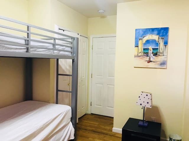 1 BEDROOM NEAR NEW YORK 7 MINUTES AWAY