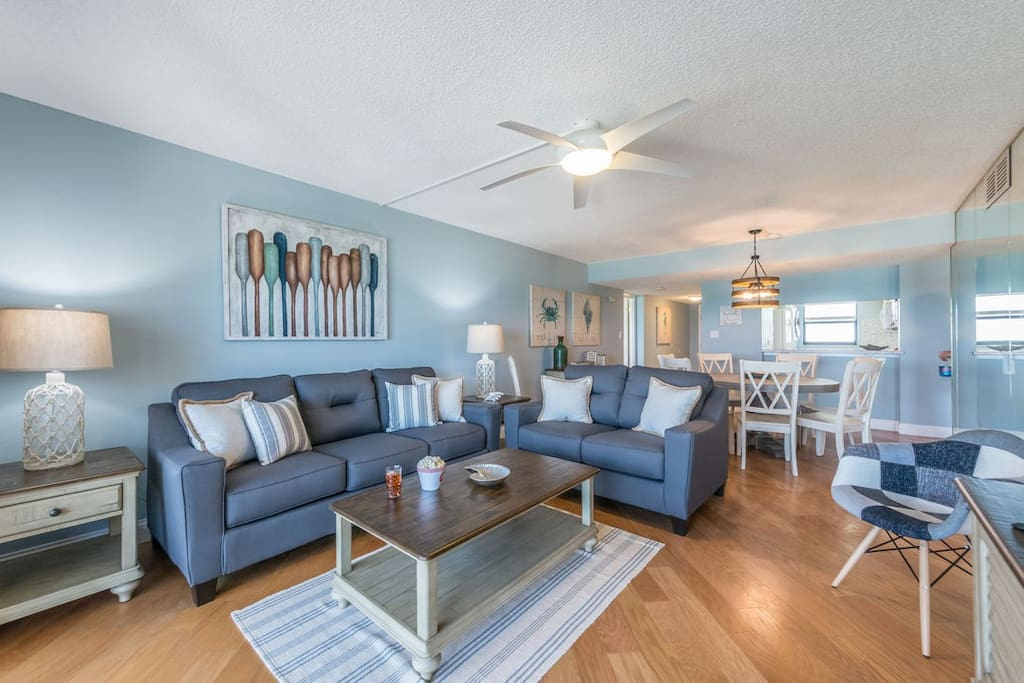 """Spacious living & dining room with direct ocean views. Queen sofa sleeper & 65"""" TV"""