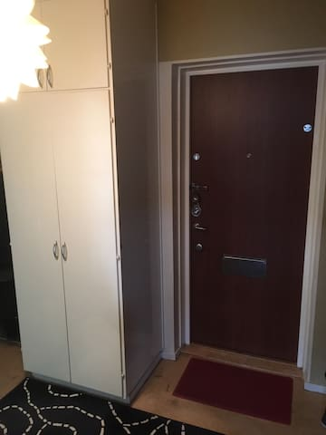Room 20 min away from city center by metro - Stockholm