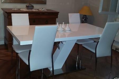 Chambre dans appartement calme et lumineux - Collonges-au-Mont-d'Or