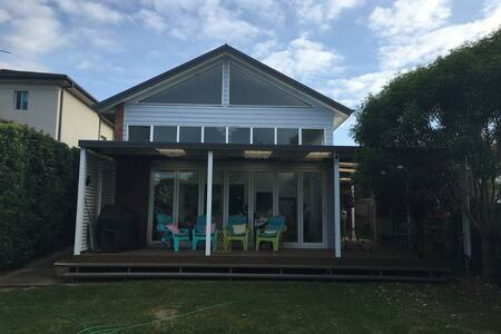 Large home - short (30 min) train to beach or city - Mortdale - Σπίτι