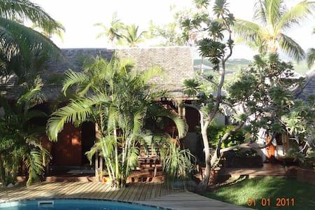 bungalow avec piscine - La Saline-Les-Bains